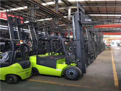 all terrain forklift 3