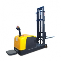 Walking station-driven counterbalanced all-electric hydraulic hand lifter stacke