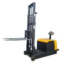 1.5-ton counterweight stacker without support legs raised 1.6M