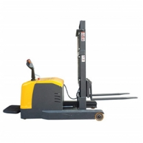 Electric reach truck with no fork legs that can be tilted forward and backward