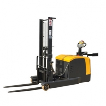 Station-driven reach new forkliftlarge-capacity battery power supply