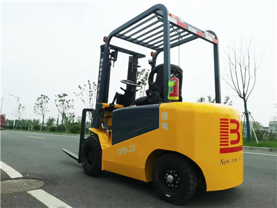 How to maintain the motor of an electric forklift?