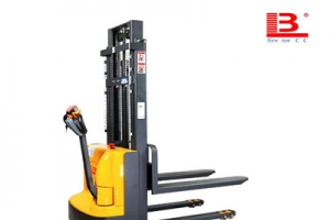 What problem will happen if the battery of electric pallet stacker is overcharg?