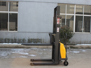 How long is the battery life of the semi-electric stacker? How to maintain?