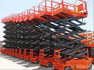 What are the precautions for the operation of the small lifting platform?
