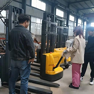 What are the advantages of the self loading pallet stacker?