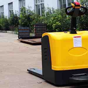 What should I do if the battery of the walkie rider pallet jackencounters these