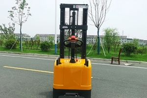 How to determine the cost performance of manual forklift, semi electric stacker