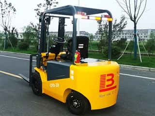 The advantages of small electric forklift fully free lifting mast